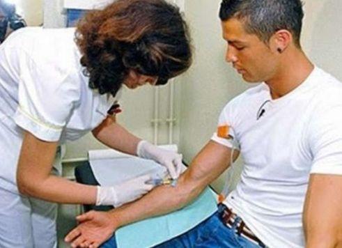 Криштиану Роналду вдохновляет молодых людей стать донорами крови. донор роналду