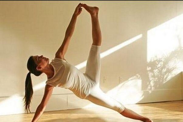 Раскрываем секреты йоги: позитивно, сильно, подходит для любого возраста Видео. йога
