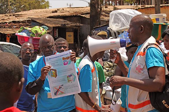 Гвинея ввела режим чрезвычайного положения из-за вируса Эбола. В Гвинее введено ЧП из-за вируса Эбола