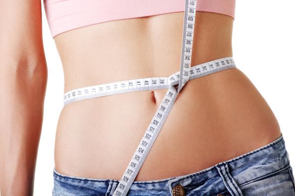 Объем талии выше 90 см в среднем возрасте грозит ранней смертью. медицина, здоровье, врач, женщина, талия