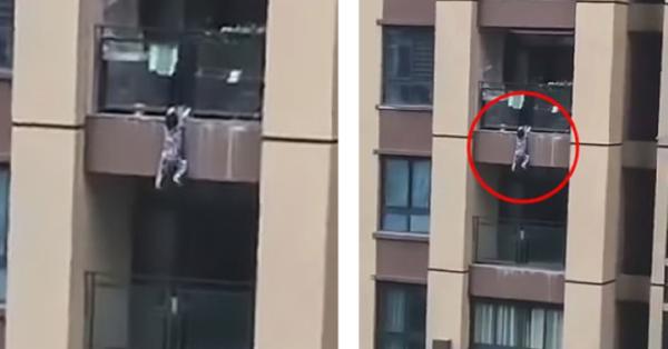 В Китае соседи поймали упавшего с шестого этажа ребенка. медицина, здоровье, врач, мальчик, соседи, Китай