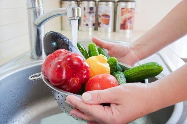 Опасность, которую несут немытые фрукты и овощи. 16282.jpeg