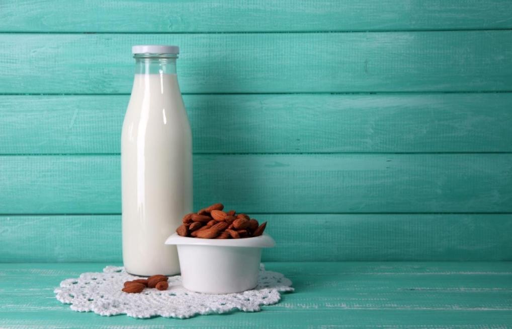 7 вариантов молока для укрепления костей и зубов
