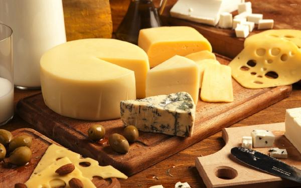 Врач: некоторым людям нельзя есть сыр с плесенью. медицина, здоровье, врач, продукты, питание, сыр