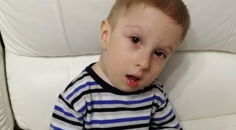 Из-за редкой болезни мальчик из Красноярска превращается в камень. медицина, здоровье, ребенок, мальчик, болезнь