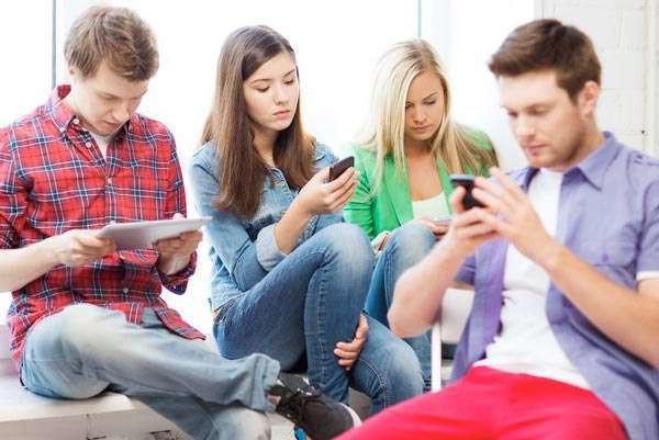 Психологи объяснили, когда использование соцсетей перерастает в зависимость. 17369.jpeg
