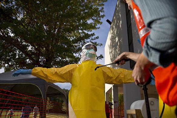 В Москве готовятся противостоять Эболе и панике. В Москве откроется центр Эбола