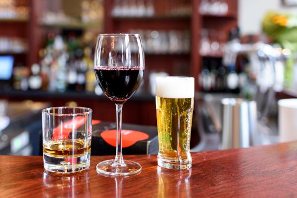 Выпитое пиво перед вином на тяжесть похмелья не влияет. 17396.jpeg