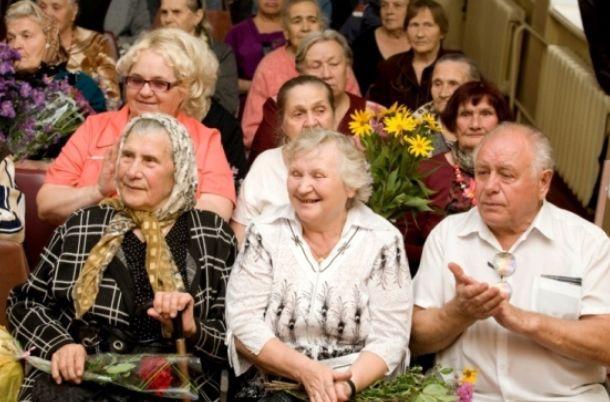 В Росси отметили Международный День пожилых людей. пожилые