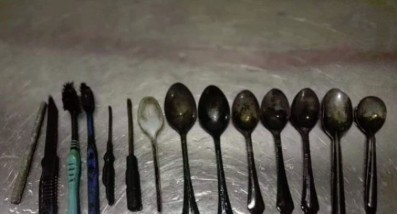 В Индии медики извлекли из пациента нож, восемь ложек, отвертки и зубные щетки. медицина, здоровье, врач, пациент, Индия