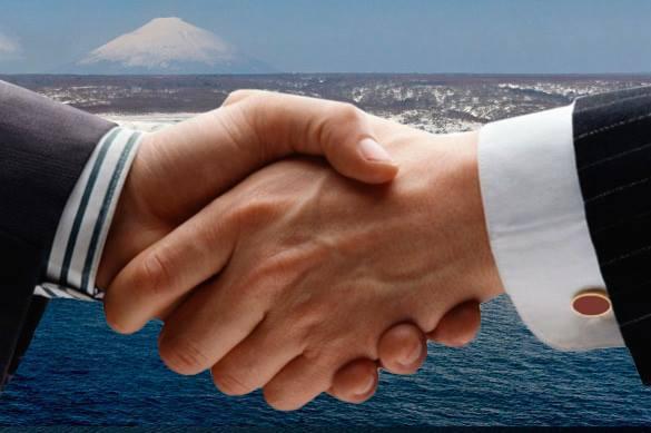 Дружба улучшает состояние здоровья. рукопожатие, дружба