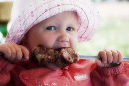 Спешить взрослеть – вредно для здоровья?. ребенок и еда