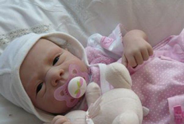 Ребенок жил в теле умершей матери 55 дней. новорожденный