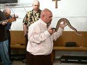 Спасатель змей умер от укуса одной из них