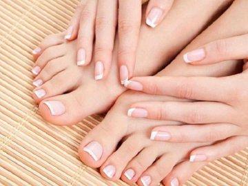 Что делать, если появились пятна на ногтях? Бежать к врачу!