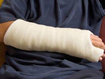 11-летнему мальчику ампутировали руку из-за ошибки врача