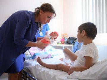 Избитой девочке из Ингушетии сделают реконструктивные операции на руке