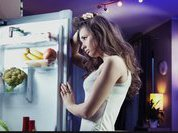 Ночь, дом, кухня, холодильник. Что съесть, если напал ночной жор