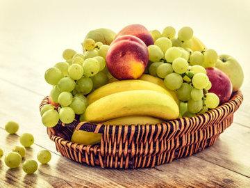 Суд признал незаконным выговор врачу за получение корзины с фруктами