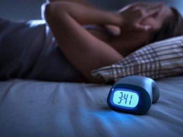 Недостаток сна повышает риск развития болезни Альцгеймера
