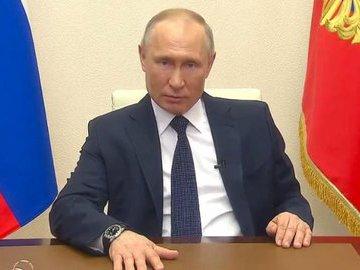 Путин поручил продлить стимулирующие выплаты медработникам