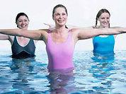 Водная гимнастика стройнит и веселит