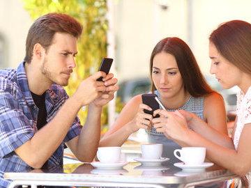 Специалисты рассказали, как смартфоны влияют на наше здоровье